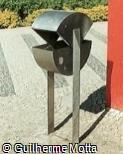 Lixeira suspensa em aço