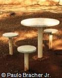 Mesa e assentos em PVC e granilite