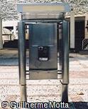 Telefone público com cabine de aço inox