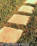 Piso em pedra com formato quadrado