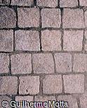 Piso em pedra quadrangular com rejunte de cimento