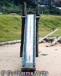 Escorregador em madeira e aço