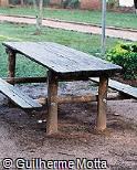 Mesa e assentos em madeira