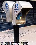 Telefone público Telemar com cabine de aço inox