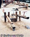 Sobe-e-desce em madeira