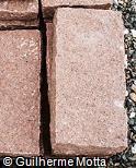 Pedra escultórica prismática rosada