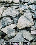 Pedras cinzas soltas