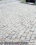 Paralelepípedos de pedra irregular