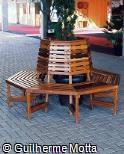 Banco octogonal em madeira