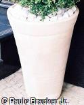 Vaso cônico de argila pintada