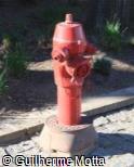 Hidrante vermelho em ferro fundido