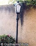Poste de iluminação em ferro