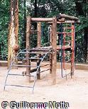 Brinquedo multiuso de madeira e aço